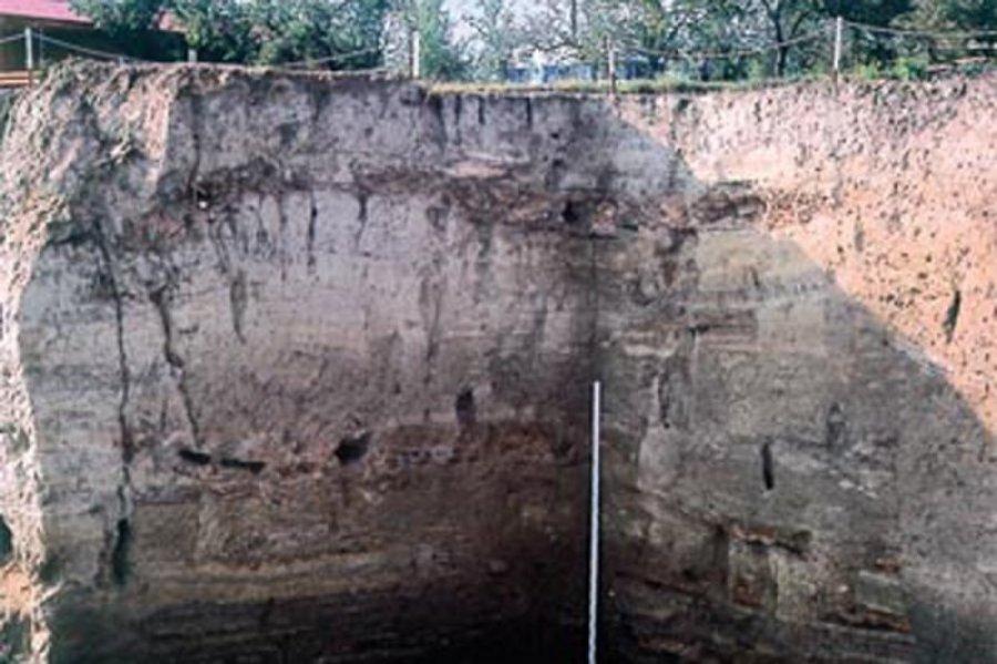 В ходе международных исследований, которые продолжаются до сих пор, было открыто, что в слое толщиной 10 метров сохранилась история многих поколений доисторической Винчи.