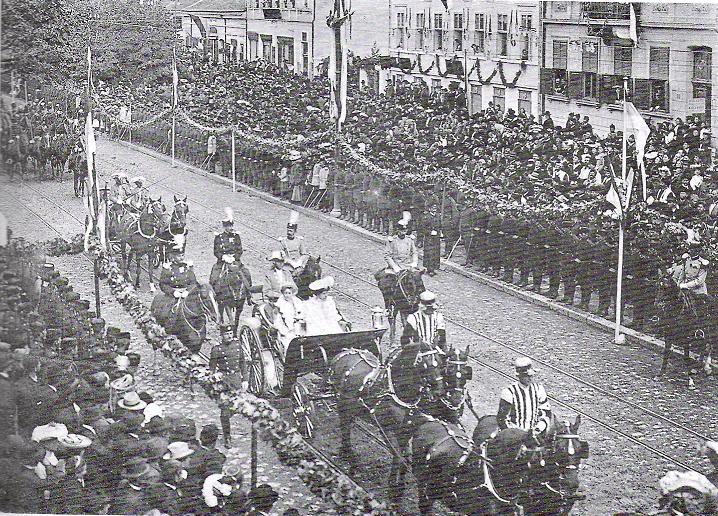 Королевна Елена на пути в собор во время коронации