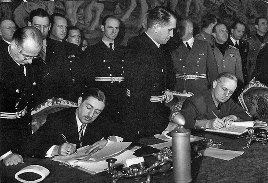 Подписание договора о присоединении Югославии к Берлинскому пакту. 25 марта 1941 г. Вена. Слева - премьер-министр Югославии Цветкович, справа - министр иностранных дел Германии Риббентроп.