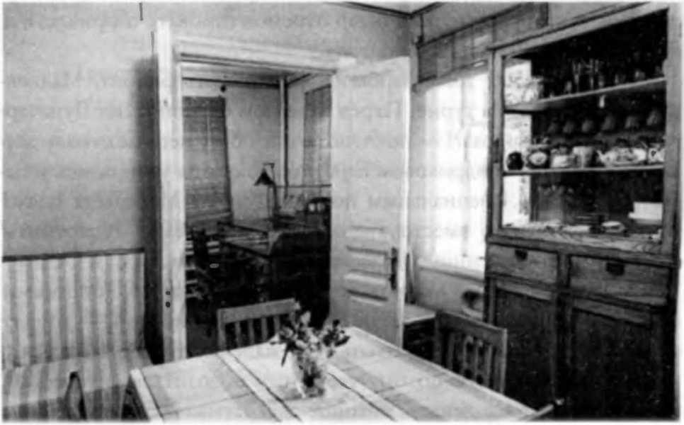 Гостиная в квартире Маяковского в Гендриковом переулке