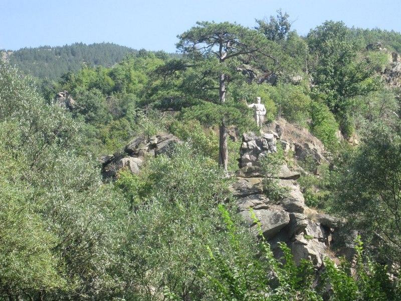 Памятник сербскому солдату Первой мировой на горе