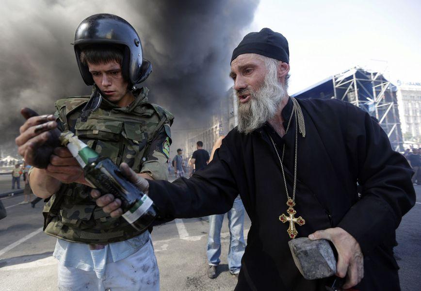 Абсолютно со всех униатских и католических учебных заведений студенты (будущие отцы) принимали участие в кровавом майдане