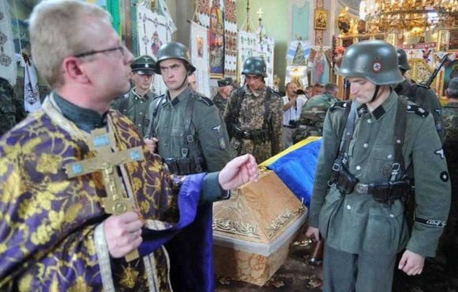 Современная жизнь УГКЦ, похороны. Кроме фашизма и кощунство и свтототацтво – быть в храме в головных уборах – норма для УГКЦ