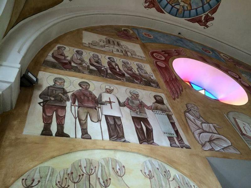 Убийцы, насильники, мародёры АТОшники  это «святые» УГКЦ изображенные у них в храмах. Заметьте, снизу растет «святой» укроп, придает им «святости»