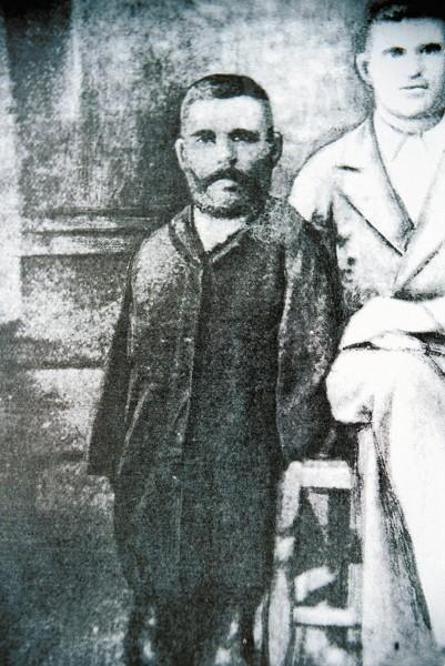 С единственной фотографии Григория Журавлева, где он стоит рядом с братом Афанасием, на нас смотрит лицо с твердым, ясным и мудрым взглядом / Фото: ИТАР-ТАСС