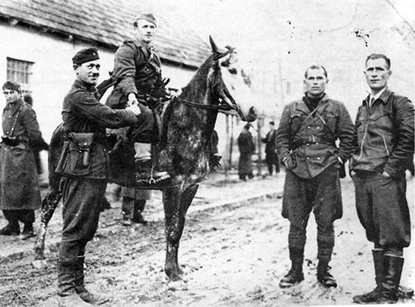 Партизаны с усташами.  Западная Босния 1942 г.