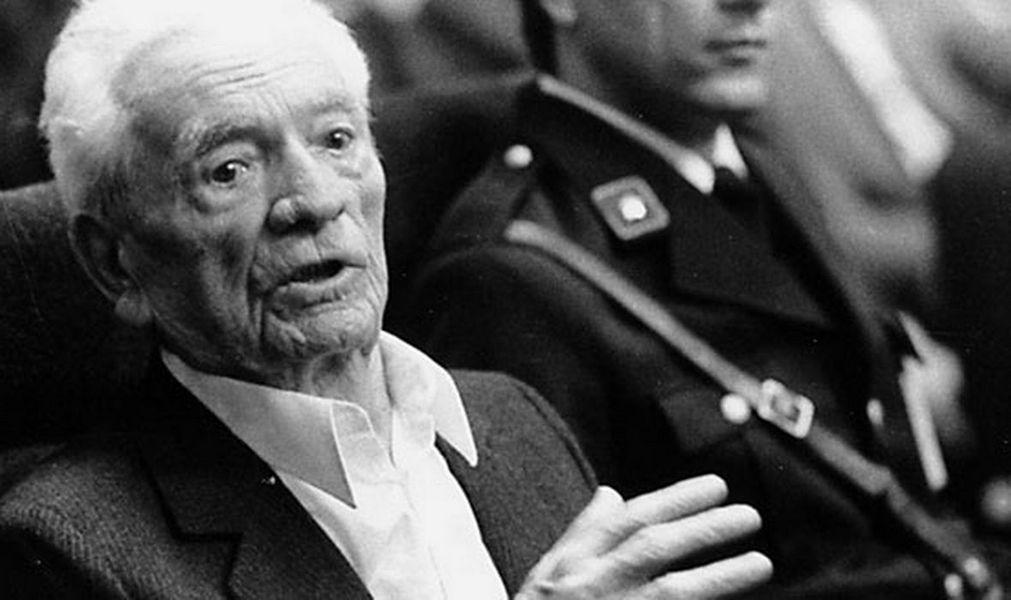 Андрия Артукович (1899-1988) перед судом в Загребе в 1986 году.