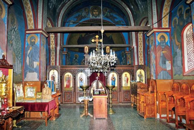 Живопись в храме исполнил монах Наум (Андрич)