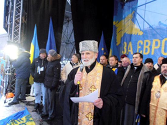 На фото: «владыка» УГКЦ Борис (Гудзяк), один из организаторов  кровавого переворота, братоубийства, разжигания религиозной вражды на Украине