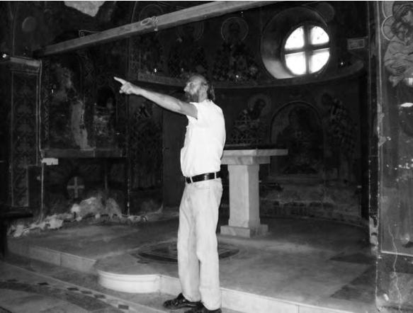 Радош Ракуш показује шта би све и како требало урадити у цркви Св. Саве