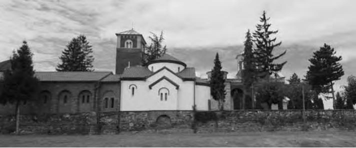 """Трпезарија и """"припрата"""" лево уз цркву Св. Саве"""