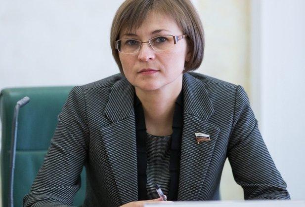 1390470942_zamestitel-predsedatelya-komiteta-sf-po-konstitucionnomu-zakonodatelstvu-pravovym-i-sudebnym-voprosam-razvitiyu-grazhdanskogo-obschestva-lyudmila-bokova