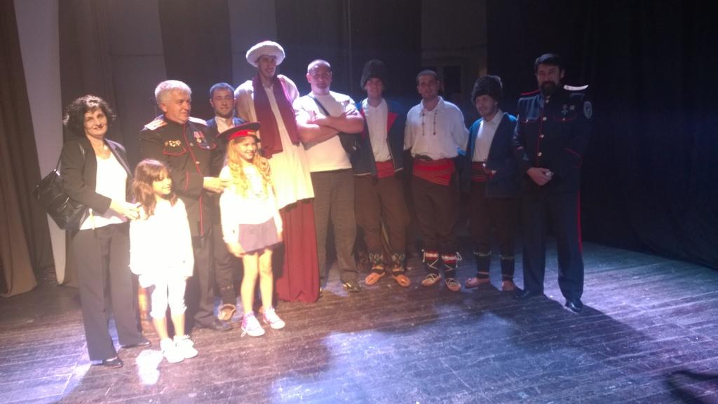 Глумци представе Бој на Чегру с козацима из козачке станице Благовести