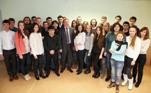 Професор др Игор Панарин са студентима Факултета за међународне односе Белоруског државног универзитета 2014.г.