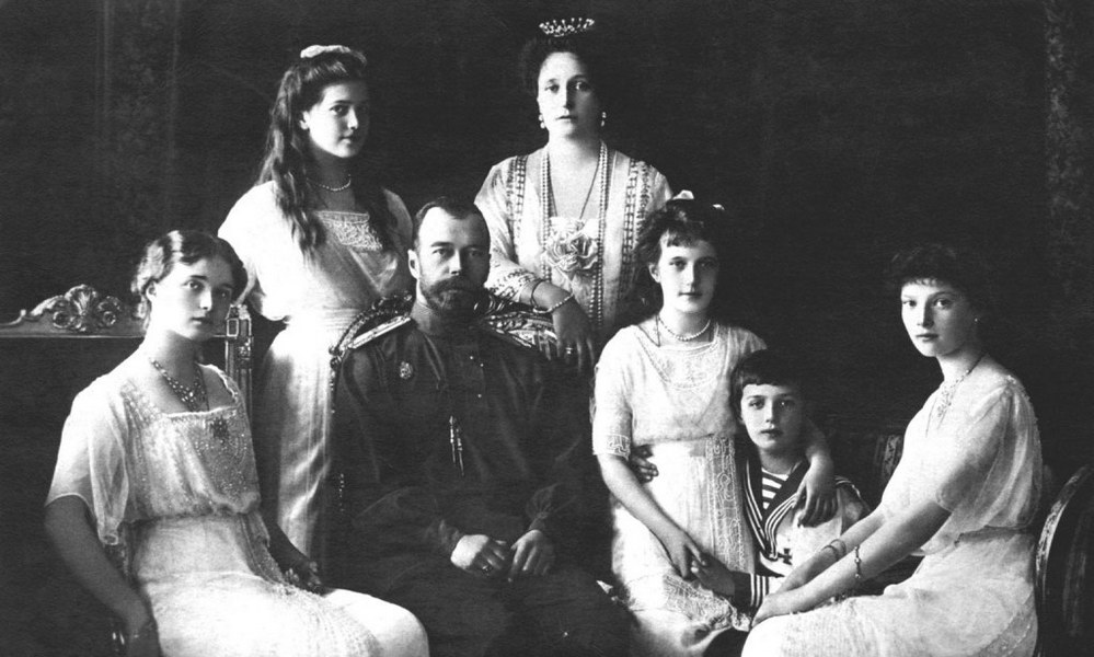 Nicholas II, Czar of Russia, with (left to right), Olga, Marie, Czarina Alexandra, Anastasia, Alexis and Tatiana, ca. 1914. Licensed by CHANNEL 5 BROADCASTING. Five Stills: 0207 550 5509.  Free for editorial press and listings use in connection with the current broadcast of Channel 5 programmes only.  This Image may only be reproduced with the prior written consent of Channel 5.  Not for any form of advertising, internet use or in connection with the sale of any product.