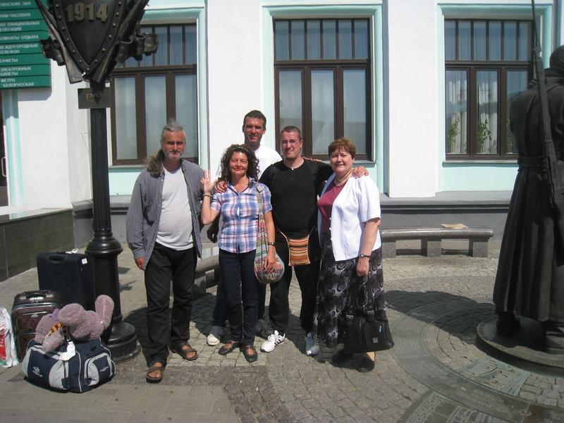 Учесници из Србије с Олгом Серебровском (прва здесна)