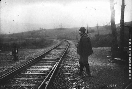 Стражар поред пруге 1914. године
