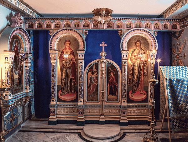 Иконостас храма у част Свѣтлописаног образа Богородице у руском манастиру на Атосу