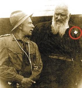 Митрополит УГКЦ Андрѣј Шептицки са свастиком