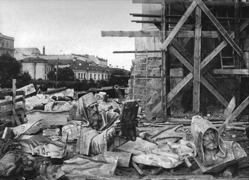 Детаљи опреме храма Христа Спаситеља у Москви у врѣме његовог рушења 1931. године.