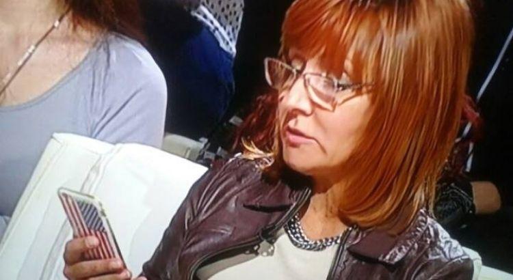 Експертуша и директорка СЕАЅ Јелена Милић у процесу штудиозног аналисања