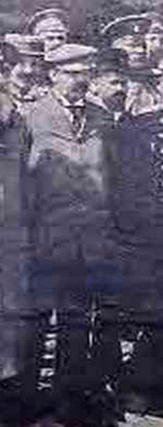 Гроф Јаков Николајевић Ростовцов (1865-1931). Овдѣ је прѣдстављен исѣчак новинске фотографије, гдѣ је гроф снимљен прѣ полѣтања ваздушним балоном јуна 1909, чији пад је чудесно преживѣо (в.  III поглавље 1. наставка)