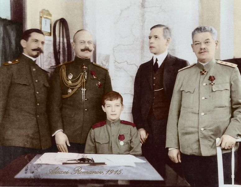 Царевић Алексѣј са својим васпитачима у возу, 1915.