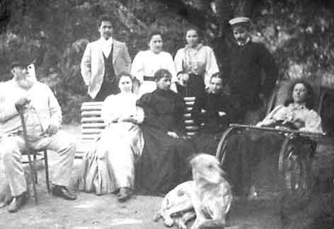 Николај Жевахов са рођацима. Дореволуциони снимак.