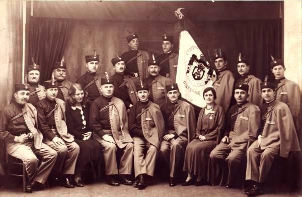 Соколско друштво у Алексинцу, Евгеније Лаптев седи четврти с лева у другом реду