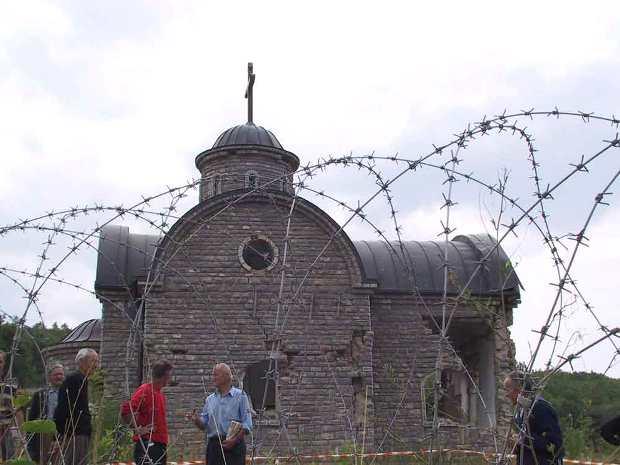 """Црква Св. Архангела Гаврила у Осојанима са """"трновим венцем"""""""
