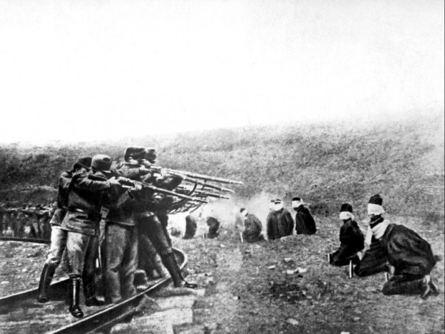 Аустроугарски војници стрељају устанике